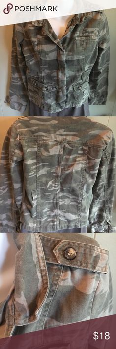 Camaflauge jacket or blazer Camouflage sturdy cotton denim jacket can also be worn as a blazer. There are belt loops for a belt (but does not come with belt) feather Jackets & Coats Jean Jackets