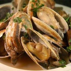 Scott Ure's Clams And Garlic Recipe - Allrecipes.com Used 1/2 the butter and no fresh parsley. Added crushed red pepper, cracked black pepper, dried basil, and dried oregano (less than 1/2 tsp each) DELICIOUS!