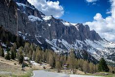 Blick auf die Sellagruppe vom Grödner Joch aus  #Grödnertal #ValGardena #Südtirol #Dolomiten #Italien Mount Rainier, Mount Everest, Mountains, Nature, Travel, Europe, Hiking, Italy, Viajes