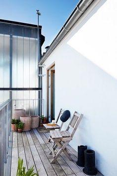 Modemanden Uffe Buchard er flyttet på hotel - sit eget. Her fortæller han i et essay om behovet for minimalisme og storbyens sus.