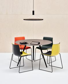 MEETY Round meeting table Meety Collection by Arper design Lievore Altherr Molina Office Interior Design, Interior Exterior, Home Office Decor, Home Decor, Corporate Interiors, Office Interiors, Milan Furniture, Furniture Design, Arper Furniture