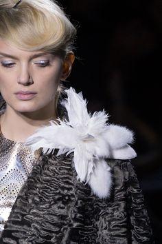 Пояса со звездами Elie Saab, ожерелья Valentino, диадемы Schiaparelli, венки Atelier Versace и клатчи в виде мороженого Ulyana Sergeenko