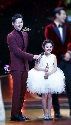 Song Joong Ki at 2016 KBS Drama Awards, with Heo Jung Eun