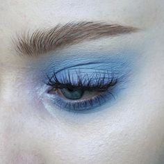 Makeup art, makeup goals, eye makeup tips, blue eyeshadow, aesthetic makeup Makeup Goals, Makeup Inspo, Makeup Inspiration, Makeup Ideas, Make Up Looks, Eye Makeup, Makeup Art, Makeup Pics, Makeup Brushes