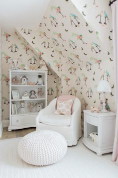 To say this pint-sized closet is enviable is an understatement.