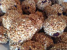 Poyekechi Quinoa:   Hemos creado un snack saludable y crunchy con la mejor calidad y productos de nuestro mercado chileno. Nuestras bolitas de pipoca de quinoa son perfectas para tu día, la puedes disfrutar en cualquier minuto y su equilibrio de sabores endulzados con miel te darán la energía necesaria.  Este snack liviano y natural tiene la mejor calidad que puedas encontrar en cualquier lugar, es 100% natural, no contiene aditivos ni preservantes y es muy nutritivo.