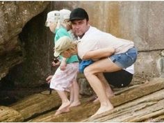 Optical illusion is a matter of viewing something awkward and humorous. We share 20 hilarious optical illusion photos to make you wow. Funny Baby Images, Funny Dog Photos, Funny Dog Videos, Funny Pictures, Hilarious Photos, Amazing Pictures, Silly Pics, Kid Photos, Crazy Pictures