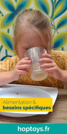 Le repas ponctue la journée de manière forte. C'est un rituel essentiel pour à la fois reprendre des forces, mais aussi pour se retrouver en famille ou avec ses amis. C'est aussi un moment pour aiguiser ses sens comme le goût et l'odorat. Certains enfants ont des besoins spécifiques concernant l'alimentation et les repas peuvent devenir un véritable cauchemar pour eux et pour vous. Moment, Comme, Ted, Child Development, Gross Motor, Disability, Note Cards, Tools, Down Syndrome