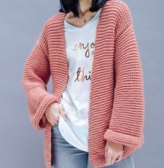 Envie de tricoter un gilet tube ? La marque Phildar, spécialiste du tricot et du crochet, vous dévoile son patron pour réaliser facilement une jolie veste tube !