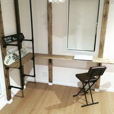 壁に穴を開けないで、自作の壁収納をDIYできる「ディアウォール」という製品をご存じですか?突っ張り棒方式を採用しているので、壁を傷つけずに簡単にシェルフ・棚収納を作れる、賃貸マンションにお住まいの方にとっては夢のようなアイテム!ディアウォールとツーバイフォーの木材さえあれば、部品も器具もいりません。ウォールディスプレイの他にキャットウォークなど、工夫次第で何でも作れるディアウォールをご紹介します♪ | ページ1