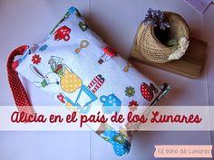 Diaper Changing Clutch Alicia in Dot's Land handmade by Pili B♥   Funda guarda pañales Alicia en el pais de los Lunares hecha a mano por Pili B♥