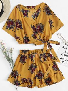 Floral Print Knot Side Crop Top With Shorts -SheIn(Sheinside) Cute Comfy Outfits, Cute Summer Outfits, Girly Outfits, Teenager Outfits, Trendy Outfits, Girls Fashion Clothes, Teen Fashion Outfits, Cute Fashion, Outfits For Teens