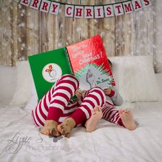 Whats your favourite hoilday tradition? I love reading Christmas books on Chritmas eve in our new pjs! Sibling Christmas Pictures, Family Christmas Pictures, Holiday Pictures, Xmas Pics, Christmas Portraits, Christmas Photography Kids, Holiday Photography, Christmas Mini Sessions, Christmas Baby