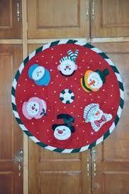 Resultado de imagen para pie de árbol de navidad Garland Hanger, Christmas Wreaths, Christmas Tree, Xmas Decorations, Tree Skirts, Snowman, Merry, Kids Rugs, Holiday Decor
