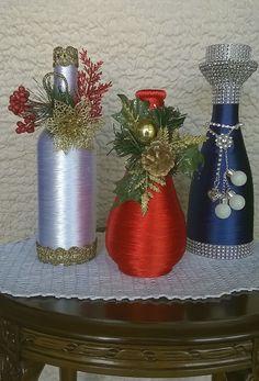 Bottles Wine Bottle Art, Diy Bottle, Wine Bottle Crafts, Christmas Centerpieces, Xmas Decorations, Yarn Bottles, Glass Bottles, Plastic Bottle House, Baby Food Jar Crafts