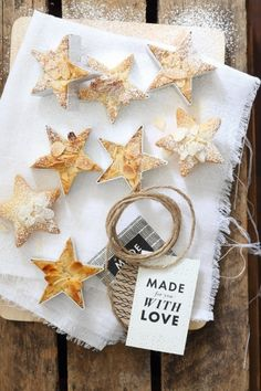 This vanilla and almond shortbread recipe is so easy to make and is a classic festive season gift. Vanilla Recipes, Sweet Recipes, Fall Recipes, Christmas Sweets, Christmas Cookies, Christmas Recipes, Date Night Recipes, Vanilla Paste, Sugar Icing