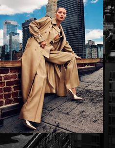 Bella Hadid , a dominant force among today's fashion models, is styled by Wei Tan for Harper's Bazaar China's September 2017 cover story, lensed by Alexi Hay . / Hair by Brent Lawler; makeup by Seong Park Foto Fashion, Fashion Face, Trendy Fashion, High Fashion, Cheap Fashion, Urban Fashion, Unique Fashion, Fashion Brands, Fashion Photography Inspiration