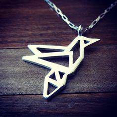 Colgante de plata, diseño colibrí origami / Silver hummingbird origami necklace, geometric bird/ #joyeria #hechura #hechoamano #colgante #cilibri #origami #pajaro #handmade #necklace #jewelry #geometric #bird #hummingbird / rodolfo@hechura.cl www.hechura.cl