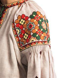 Жіноча вишиванка ES10