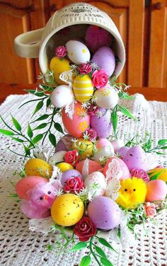 Online Photo Editor - Edit your photos, pictures and images online for free Hoppy Easter, Easter Eggs, Egg Crafts, Diy And Crafts, Christmas Art, Christmas Holidays, Ostern Wallpaper, Light Blue Roses, Easter Illustration