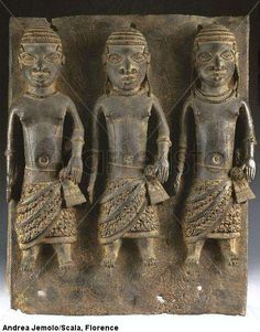National Museum of Lagos. Plate with officials of court - bronze- Benin. 16th-17th century > unknown