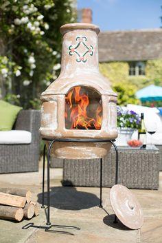 Șemineul exterior Espaniol este un model clasic, în tonuri naturale, simplu, practic și elegant. Cu acest șemineu, serile petrecute pe terasă vor fi mai plăcute indiferent de anotimp. În sezonul rece vă va oferi căldură și atmosferă, iar vara puteți să vă delectați cu o cină alfresco in aer liber preparată pe grătar. Mediterranean Garden, Exterior, Outdoor Decor, Modern, Home Decor, Clays, Trendy Tree, Decoration Home