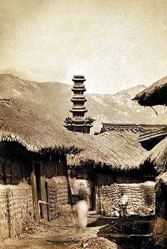 서양인이 본 구한말 조선불교는 어떤 모습이었을까. 양상현 순천향대 건축학과 교수(조계종 성보위원)는 지난 11일 불교와 당시 사회 모습을 고스란히 간직한 희귀사진들을 본지에 공개했다. 1890년부터 1910년 사이 촬영한 것으로 추정하고 있다. 이들 자료는 19세기말 ...
