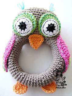 Awesome owl rattle by Vendula Maderska. #crochet #baby