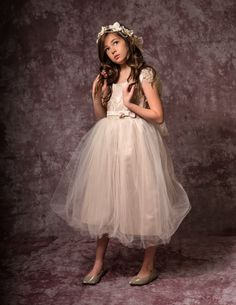Champagne lace flower girl dress. Girl dress for a wedding, flower girls dress with a tulle skirt