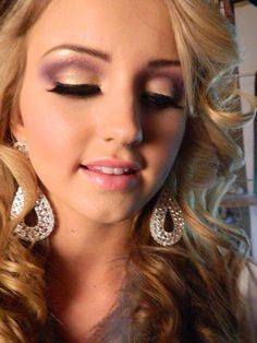Purple and gold makeup - Wedding Diary Gold Makeup, Prom Makeup, Bridal Makeup, Wedding Makeup, Hair And Makeup Tips, Beauty Makeup, Hair Makeup, Hair Beauty, Gold Eyeshadow