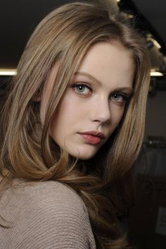 Frida Gustavsson (Swedish model) hair