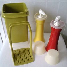 0760e009d179 Tupperware Pick A Deli Pickle Keeper  1330 Ketchup Mustard Dispenser  718  Picnic  vintage
