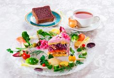 Salad cake: non una torta ma un'insalata Cakes To Make, How To Make Cake, Veggie Cakes, Vegetable Cake, Savoury Slice, Savoury Cake, Salad Cake, Sandwich Cake, Weird Food