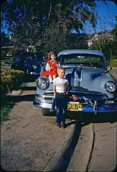 Shorpy Historic Picture Archive :: Kids, Pontiacs, Kodachrome: 1953 high-resolution photo