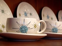 Our vintage dinnerware pattern, Franciscan Starburst. Last weekend we went to the Modern California exhibit at LACMA -- and this dinnerware was IN the exhibit, the only pattern on display. I felt so cool :)