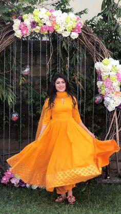 Stylish Dress Designs, Stylish Dresses, Casual Dresses, Fashion Dresses, Dress Indian Style, Indian Dresses, Indian Outfits, Gharara Designs, Sari Blouse Designs