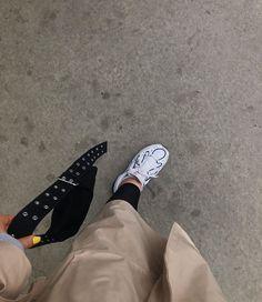 """CLARA M on Instagram: """"tog denna bilden precis innan jag blev jagad av en fiskmås:("""" Converse, Socks, Instagram, Sneakers, Outfits, Fashion, Pictures, Tennis, Moda"""