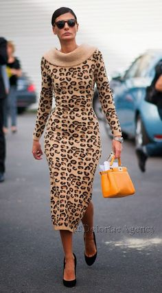 Snapped at Paris Fashion week, the fashion editor Giovanna Battaglia has been spotted carrying a cute mini Fendi peekaboo bag in yellow. The more I look Animal Print Outfits, Animal Print Fashion, Fashion Prints, Star Fashion, Look Fashion, Womens Fashion, Paris Fashion, Fendi Peekaboo Mini, Vestidos Animal Print