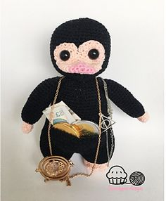 Who doesnt want a niffler ! This fantastic beast is simply amazing ! In this 8 page pdf file i Will show you how to make one Yourself !
