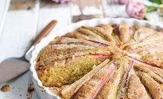 Kun marja-aika antaa vielä odottaa itseään, maasta puskee rapsakkaa raparperia. Bread, Food, Brot, Essen, Baking, Meals, Breads, Buns, Yemek