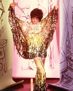 Diana Ross en costume Bob Mackie en 1970 http://www.vogue.fr/mode/inspirations/diaporama/icnes-le-style-des-party-girls/23979#diana-ross-en-costume-bob-mackie-en-1970