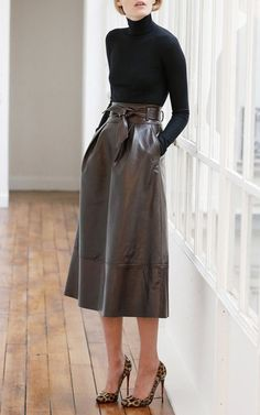 Black turtleneck with leather midi skirt previous pinner: Martin Grant Pre-Fall 2015 Trunkshow Look 12 on Moda Operandi Elements Of Style, Look Chic, Mode Outfits, Mode Inspiration, Work Fashion, High Fashion, Style Fashion, Fashion Beauty, Leather Fashion