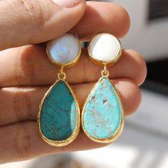 Türkis-und Perlen-Ohrringe