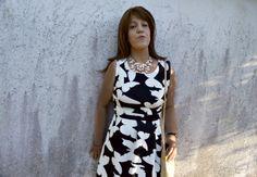 Outfit Scuba-Kleid mit Schmetterlingen und High Heel Sandalen