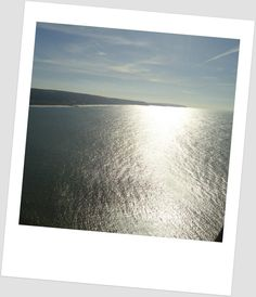 """""""Felicidade é pura como o reflexo do sol na água."""""""