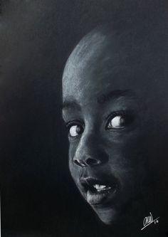 Retrato de Niño sobre fondo negro. Lápiz blanco, tiza y conté negro sobre cartulina negra. 21x29 cm. Camino'14