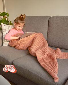16 Super Ideas For Knitting Tutorial Beginner Yarns Crochet Boots Pattern, Crochet Headband Pattern, Crochet Blanket Patterns, Baby Patterns, Crochet For Kids, Crochet Yarn, Knifty Knitter, Knitting, Mermaid Tail Blanket Pattern