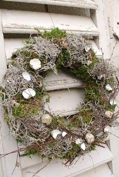 Kranz mit rustikalem Design design home deko frühling Valentines Day Decorations, Flower Decorations, Christmas Decorations, Easter Wreaths, Christmas Wreaths, Design Rustique, Rustic Design, Twig Wreath, Deco Floral