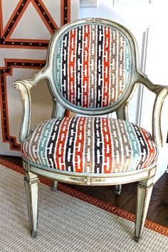 Love this graphic Jim Thompson fabric and the details of the screen!  via TraditionalHome.com