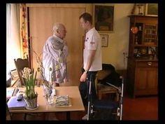 """DEMENTIE, ZORGEN VOOR NU EN LATER Zeven video's en als titel """"Dementie, zorgen voor nu en later"""": Praktijkverhalen met een totale lengte van drie uur. In de video's staat de behandeling, begeleiding en zorg voor mensen met dementie en hun familieleden centraal: thuis, binnen dagopvang en -verzorging, projecten kleinschalig wonen, verzorgings- en verpleeghuis."""